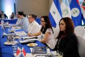 La cumbre reune a jefes de estado de 10 países y empresarios