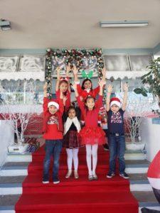 Con alegría llegan los creyentes en Santa a dejar sus pedidos